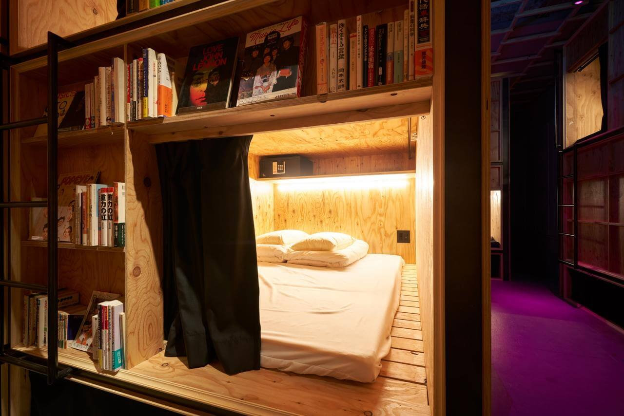 Slider room book and bed